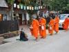 Die Mönchsprozession in Luang Prabang