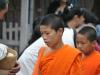 Mönche in Luang Prabang bei der allmorgendlich, bei Sonnenaufgang stattfindenden Mönchsprozession