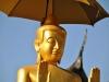 Im buddhistischen Tempel Wat Mai Suwannaphumaham
