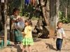 Vang Vieng, Kinder am Straßenrand