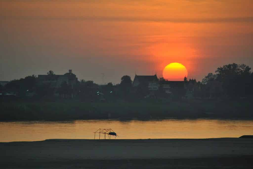 Sonnenuntergang am Mekong in Laos