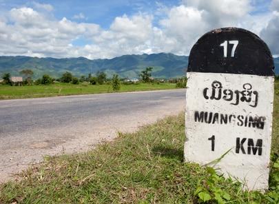 Luang Namtha: Kilometerstein nach Muang Sing