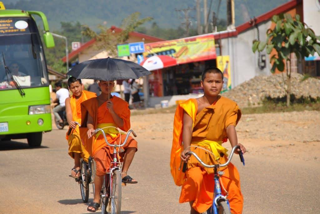 Mönche in Vang Vieng