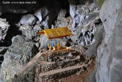 Reliquie in der Tham Phu Kham-Höhle
