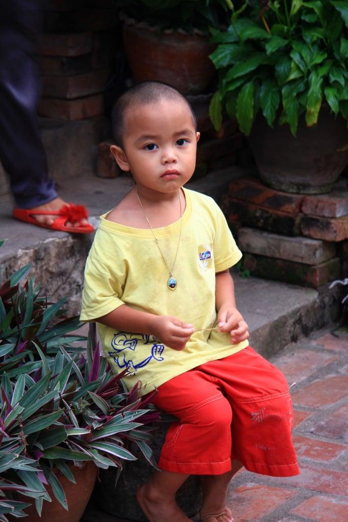 Ein kleiner laotischer Junge in Luang Prabang